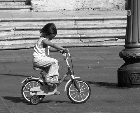 велосипед с дополнительными колесами
